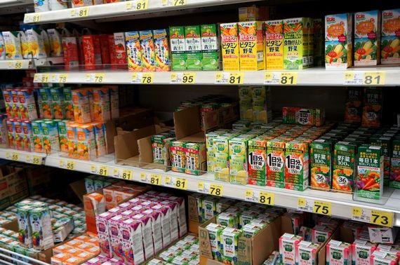 「野菜ジュース」を飲んでいれば「とりあえず健康的」と思っていませんか。「1日に必要な野菜が取れる」…