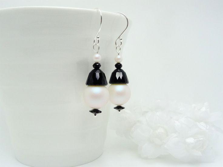 """Boucles d'oreilles en Argent 925, perles de cristal Swarovski noir et nacrées """" Pearlescent White """" : Boucles d'oreille par madely"""