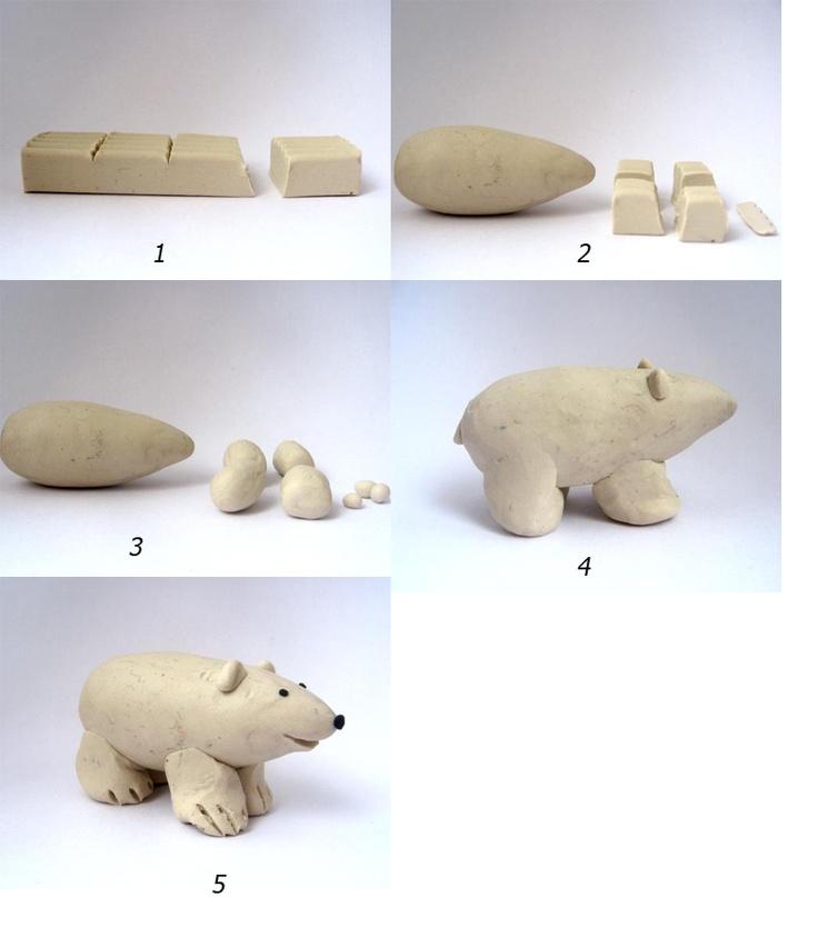 Escultura de un gran oso de la arcilla