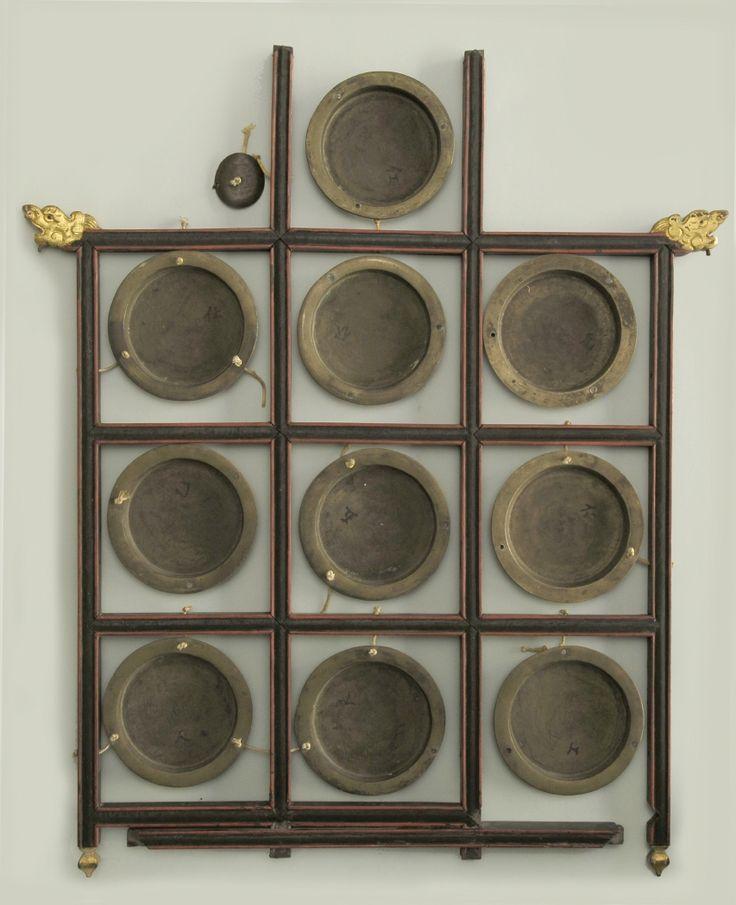 Gong de diez pequeños discos, similares en diámetro pero distintos en grosor. #Bronce #Música #Instrumentos #MNAD