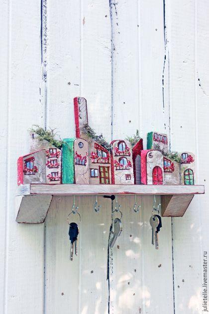 Купить или заказать Ключница в интернет-магазине на Ярмарке Мастеров. Ключница изготовлена из массива дуба и расписана вручную. Размеры 30х35 см.