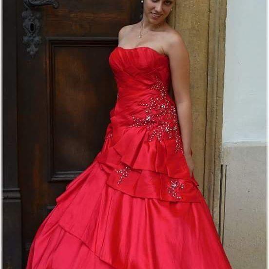 Maturitní šaty z našeho salonu