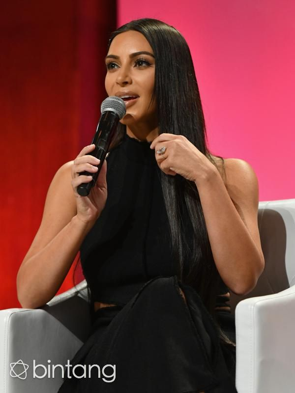 Perhiasan Kim Kardashian, Cincin Berlian sampai Mahkota Gigi