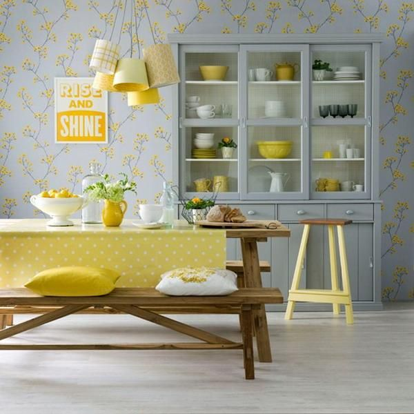 interieur - eetkamer - lamp - picnic table - yellow accents - dining room