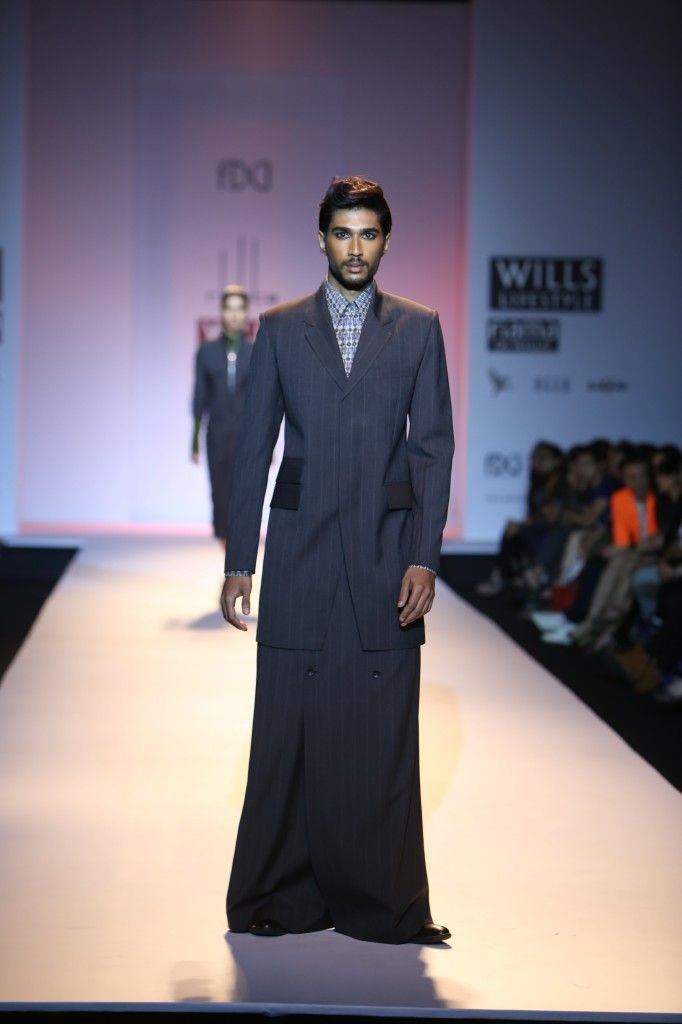 The compatible union of male and female selves summed up the theme of Arjun Saluja at Wills Lifestyle Autumn Winter 2013 collection.