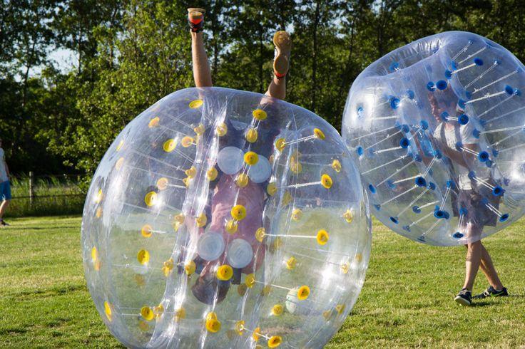 Nieuw bij MooiWeer: Bubbel voetbal. Een hilarische nieuwe activiteit!