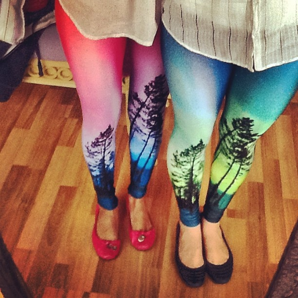 OH MY GOD i totally wants these leggings!