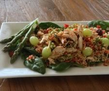 Recipe Chicken and quinoa salad with grapes and almonds by NuYu - Recipe of category Main dishes - meat