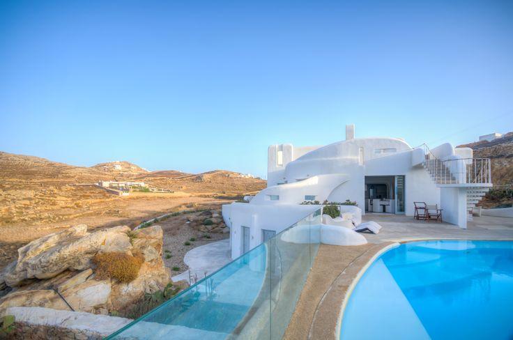 Artemide is one of the most beautiful and luxury villa rentals in Mykonos ✨