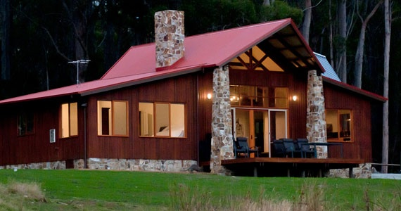Adventure Bay Retreat Lodge overlooks  Bruny Island wilderness and Adventure Bay – providing the perfect getaway!