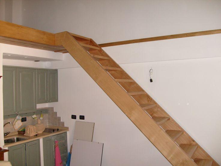Scala portante in legno di Castagno senza parapetto, su specifica del cliente