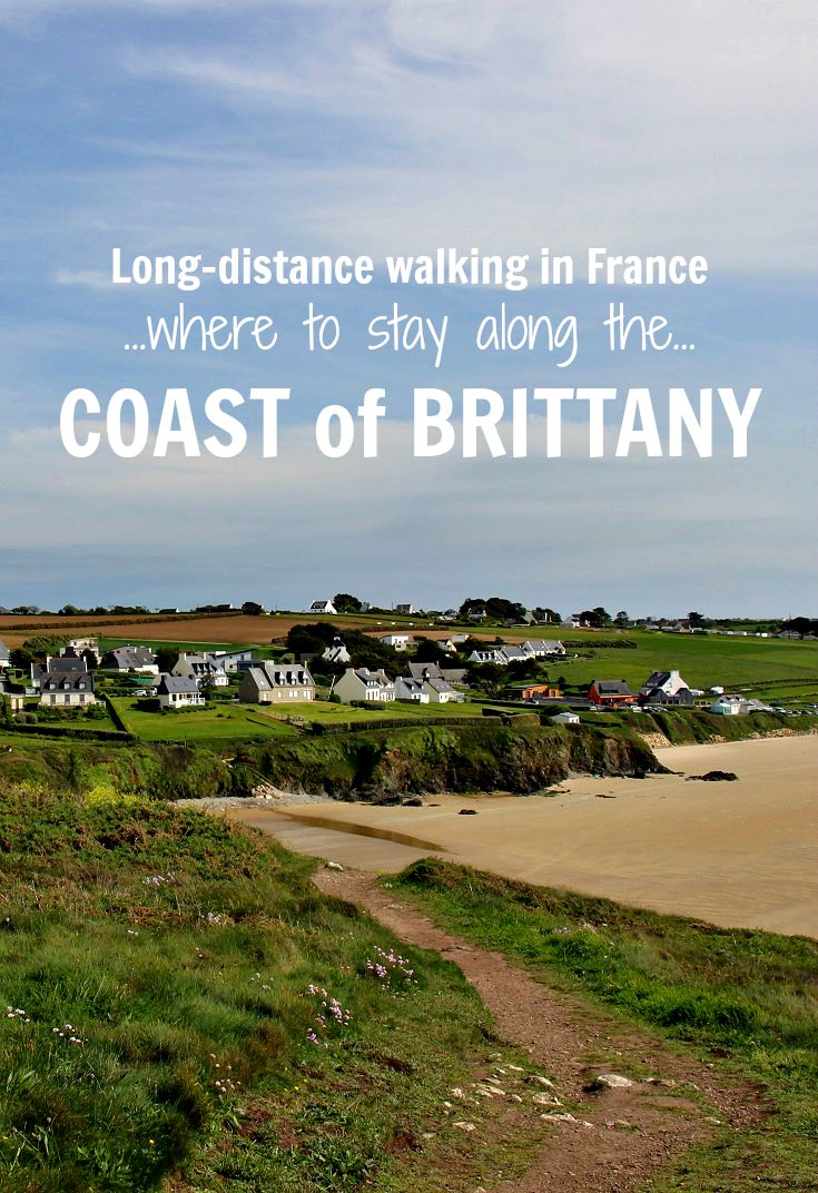 Where to stay along the coast of Brittany between Camaret-sur-Mer and Audierne on a walking holiday in France – and how to book it in French!