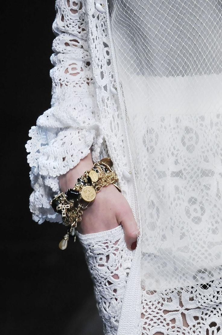 Bijela ljetna dlaka (kardigan) iz zbirke Dolce & Gabbana SS 2010: kukičanje i pletenje