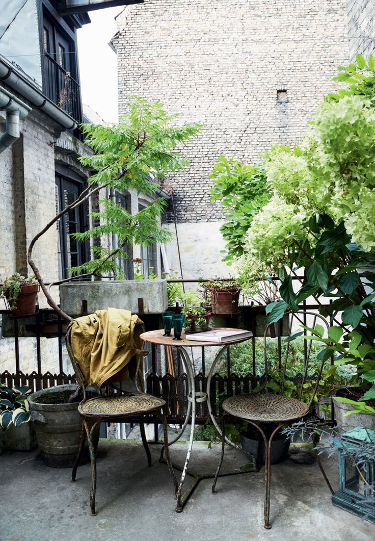 17 best ideas about apartment balconies on pinterest for Apartment terrace furniture