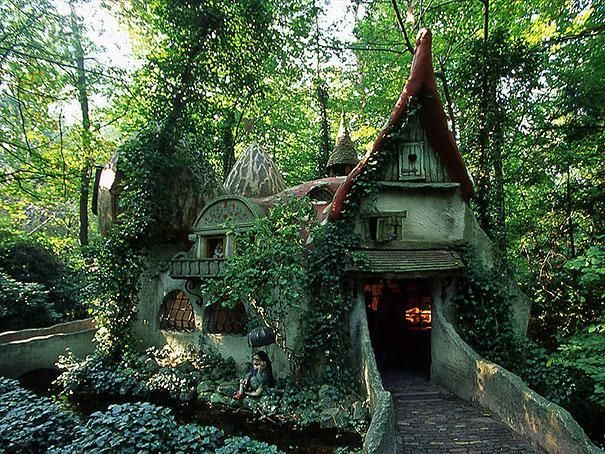 8) Forest House in Netherlands. http://www.viralnova.com/magical-cottages/
