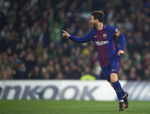 Lionel Messi of FC Barcelona celebrates after scoring the second goal for FC Barcelona during the La Liga match between Real Betis and Barcelona at Estadio Benito Villamarin on January 21, 2018 in Seville, . - 36 of 81