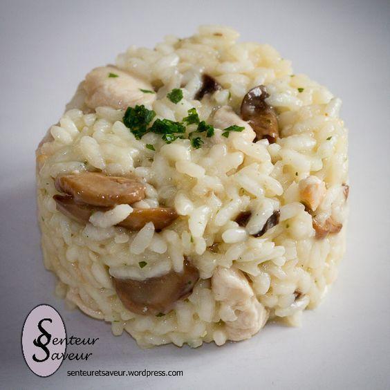 250 g de riz arborio pour risotto 2 escalopes de poulet 200 g de champignons de Paris frais ou surgelés 1 échalote 1 cube de bouillon de volaille 10 cl de crème fraîche semi-épaisse (18 ou 20% de MG) Parmesan Sel, poivre