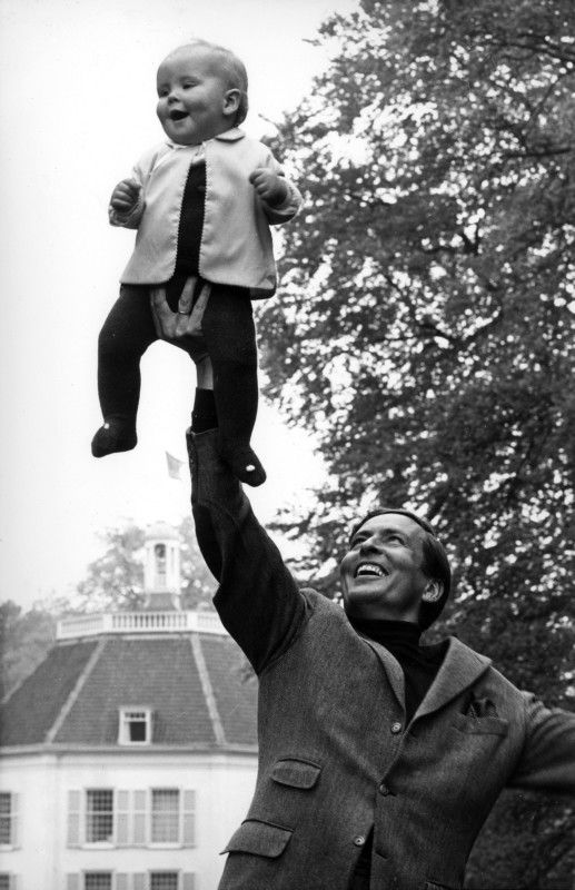 king Willem-Alexander as a toddler with his father, prince Claus
