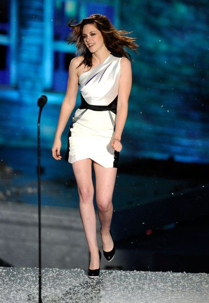 Kristen Stewart Bangle Bracelet - Kristen Stewart Looks - StyleBistro
