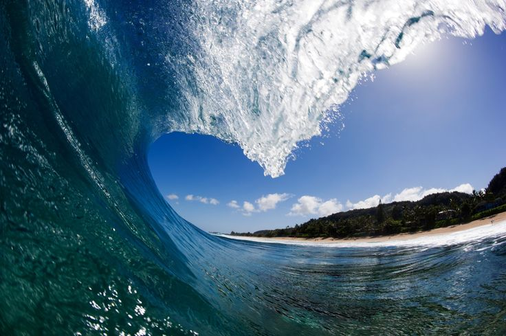 A perfect wave - Nikon D3s with 16mm and SPL waterhousing