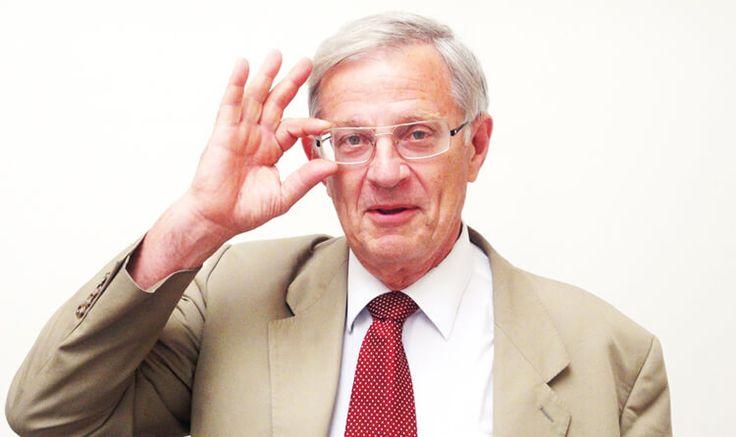 Le Professeur Dautzenberg est pneumologue, tabacologue à l'hôpital de la Pitié Salpêtrière et président de Paris Sans Tabac.