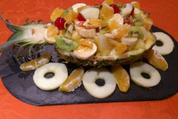 #Piña rellena de #frutas un #TentempieSaludable y rico, rico #entulinea #adelgazar sin pasar hambre #facil #comodo con #salud y #feliz