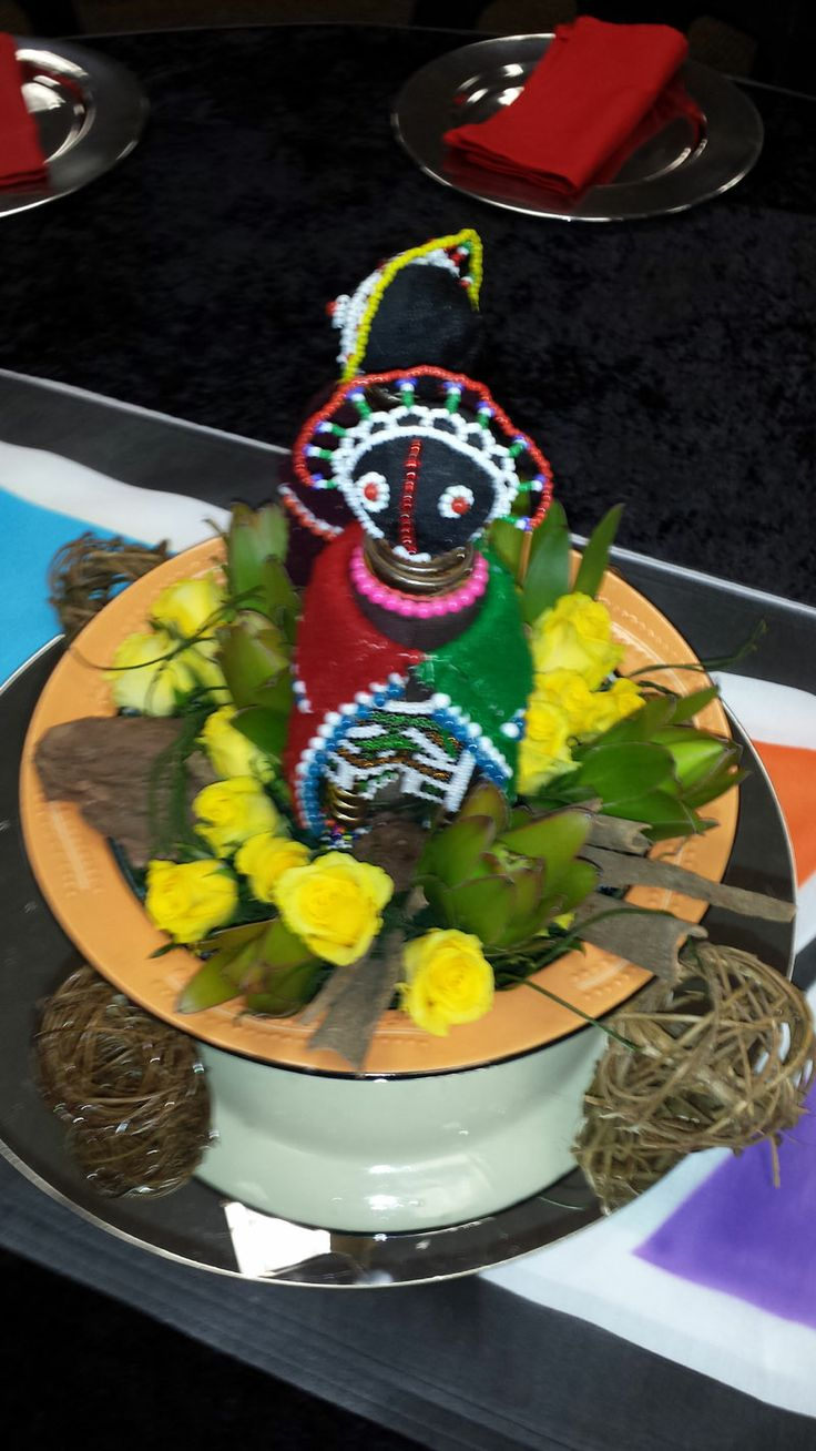 Ndebele centerpiece using a colourful plate with roses and Ndebele dolls