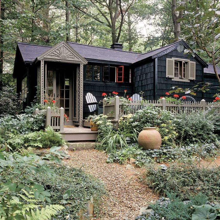 A Tiny but Charming Summer Cottage in Maine