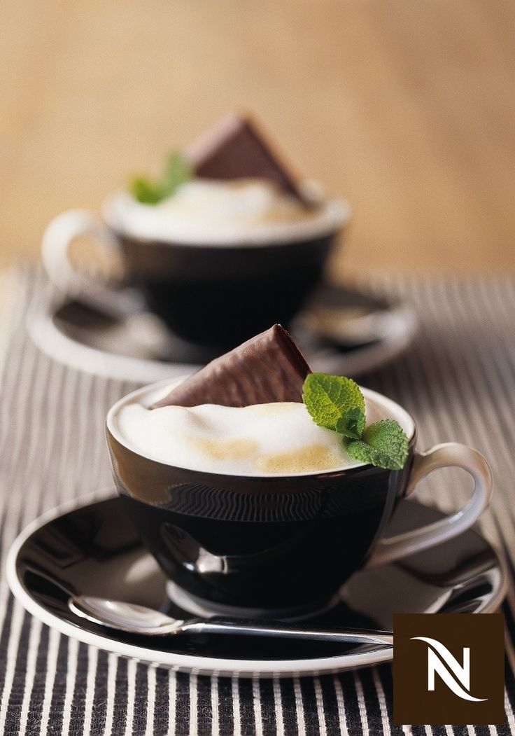 After Eight Coffee, once dinner is finished, is a great way to delight your guests. This refreshing mint chocolate dessert drink blends the cereal notes of Nespresso's Grand Cru and the roundness of crumbled nougat.