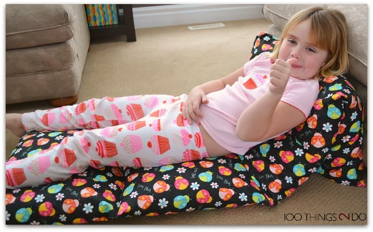 Photo tutorial on how to make pillow mattresses / pillow beds.