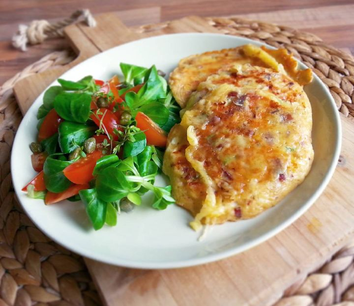 De inspiratie voor dit recept komt van mijn held Jamie Oliver. En nadat ik wafels met hüttenkäse gemaakt had klonk hüttenkäse in pannenkoekjes, of popoverszoals Jamie ze noemde, zo gek nog niet! E…
