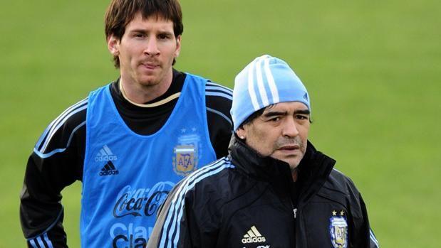 El dardo de Maradona a Messi por su boda http://www.abc.es/deportes/futbol/abci-dardo-maradona-messi-boda-201707021129_noticia.html