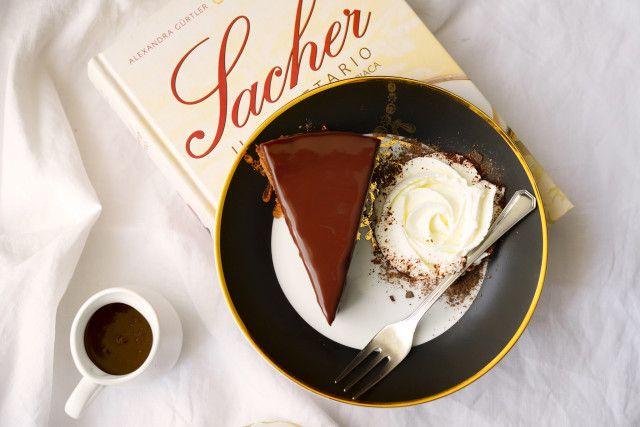 La ricetta perfetta della Torta Sacher