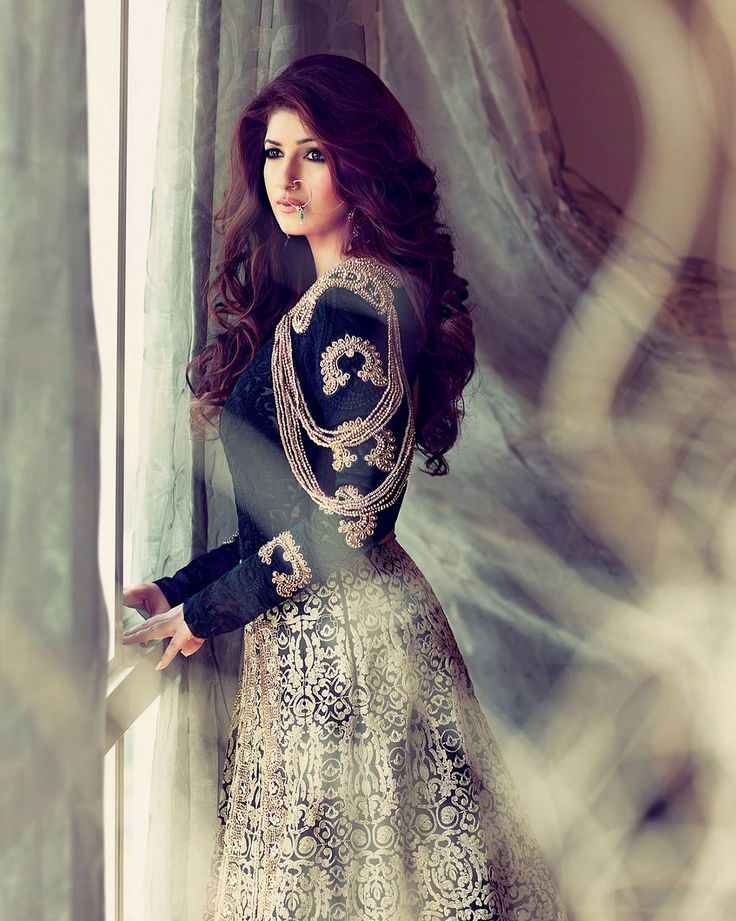Take a wedding Inspiration from ‪#‎TwinkleKhanna‬ who is looking nothing short of heavenly, whimsical and utterly gorgeous diva in her designer wear! You can also find assortment of wedding couture on our Bridal Lounge http://www.myweddingbazaar.com/bridal-lounge.php For world acclaimed designers visit http://www.myweddingbazaar.com/vendor.php… www.myweddingbazaar.com | info@myweddingbazaar.com