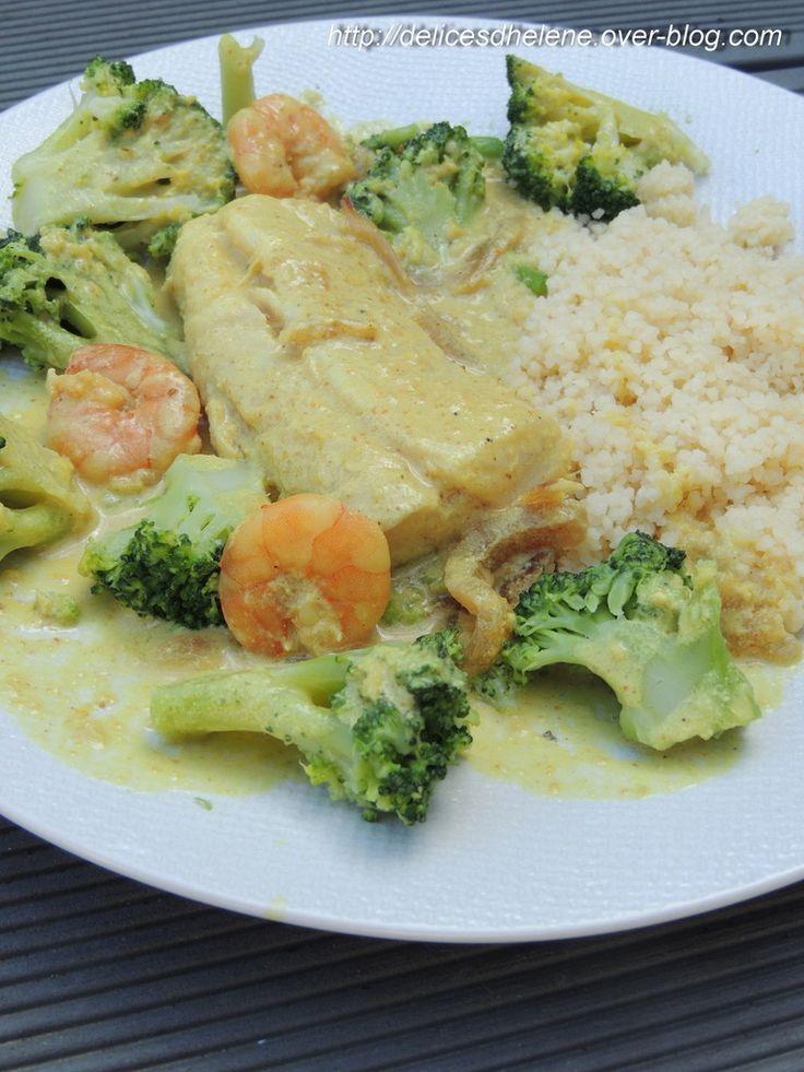 """Un plat savoureux et parfumé, parfait pour varier ses assiettes... Une recette trouvée dans le livre """"Mon cours de cuisineWeightwatchers"""". Pour 2 personnes 7SP/personne 2 dos de merlu (ou tout autre poisson blanc) de 100g chacun 60g de crevettes crues..."""