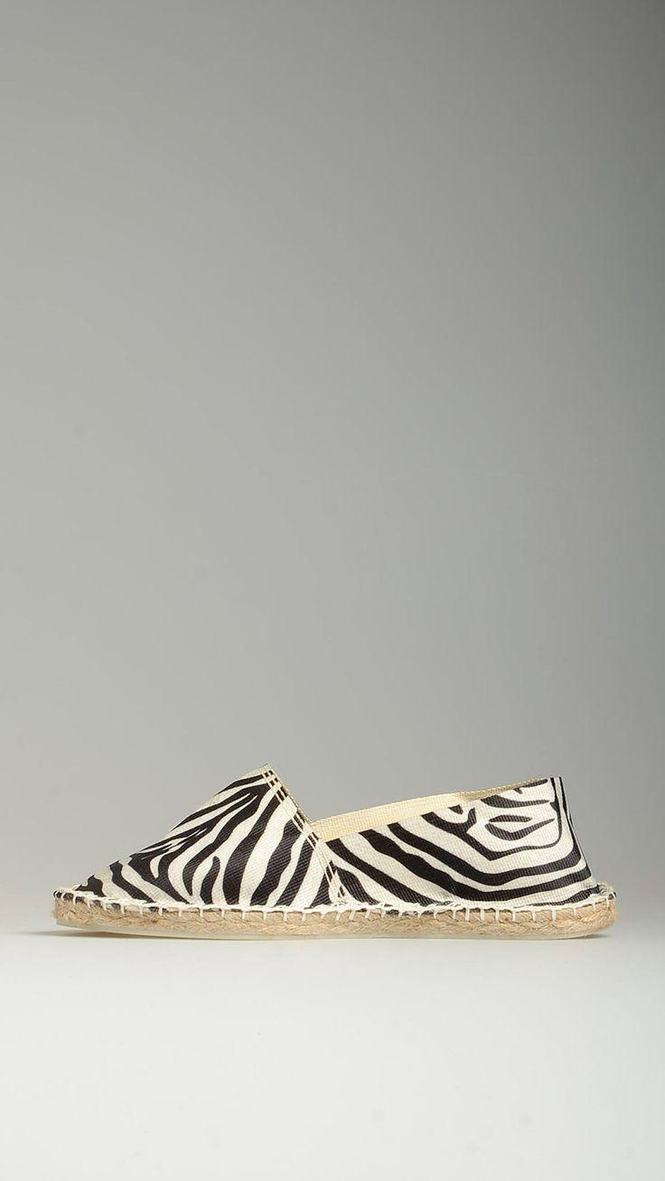 Zebra patterned cotton espadrillas featuring jute rope detail on the platform, rubber sole, 100% cotton.