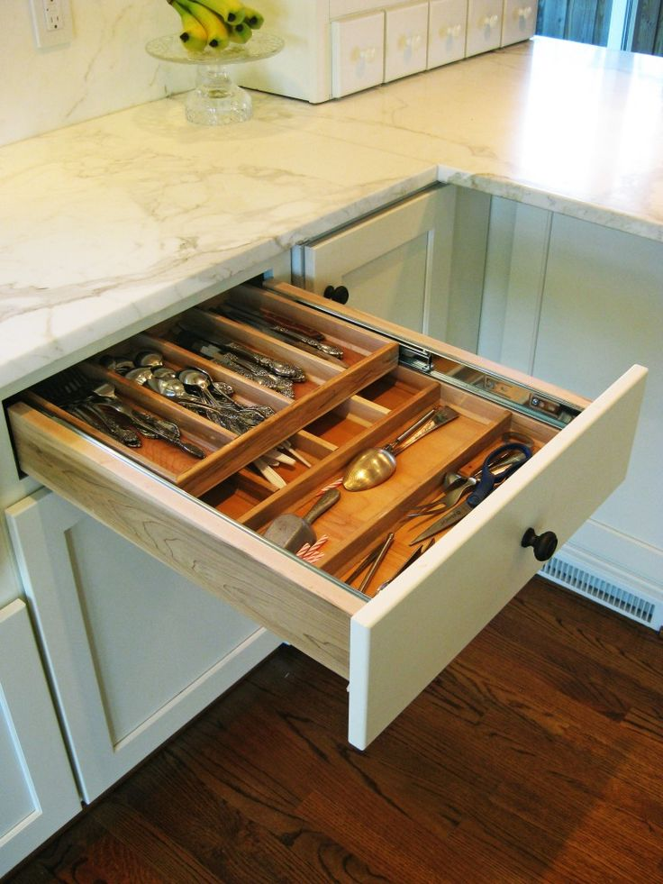 Tiered cutlery divider in top drawer ? this is an incredible add-on ...