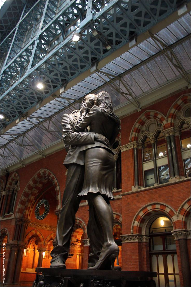 "Merry Christmas! ""the Lovers"" - St.Pancras Station, London (UK)"