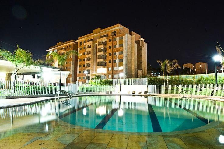 Edificio 3 que consta de un edificio de 11 niveles, 7 niveles de apartamentos, 8 apartamentos por piso, 3 niveles de parqueadero en sótano, 14 parqueaderos de visitantes, piscina, salón social, gimnasio, zona húmeda.