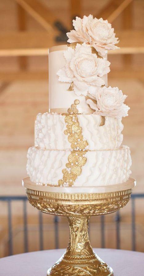 Wedding cake idea; Featured Photographer: Sheradee Hurst Photography