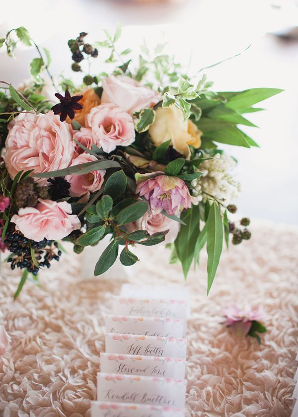 Hey Gorgeous Events floral design and styling. Linens by La Tavola. Stationery by Graceline Art.