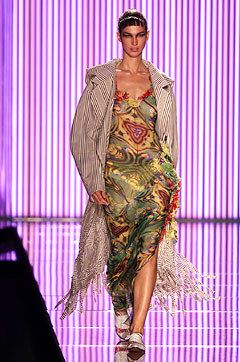John Galliano Spring 2002 Ready-to-Wear Fashion Show - John Galliano