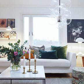 Vill egentligen ha en grön soffa men det får duga med kuddar så länge. Finns massa fina på HM Home just nu #hemmahosbloggaibagis #vardagsrum #housedoctordk #hmhome #poshliving