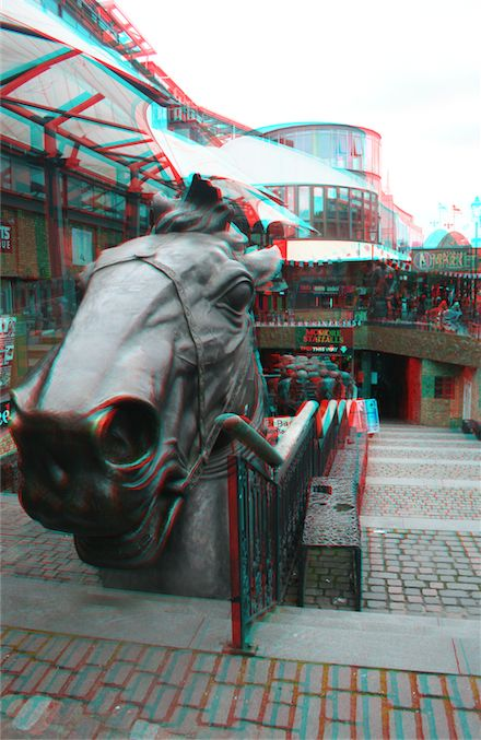 The Stables Market at Camden in London is a treasure trove of 3D subjects. There are horses everywhere - statues I mean, and it is quite a spectacle. 3D photo from 3D City Explorer.
