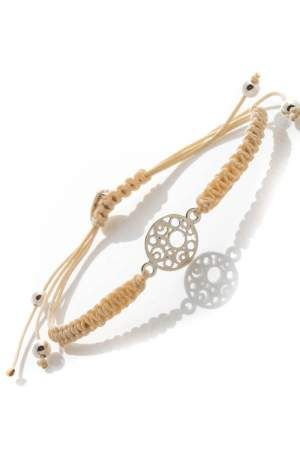 Ready, hand-woven weave makramowym bracelet. The central rosette decoration bracelet is made of silver. The classic color adds elegance bracelets everyday creations.