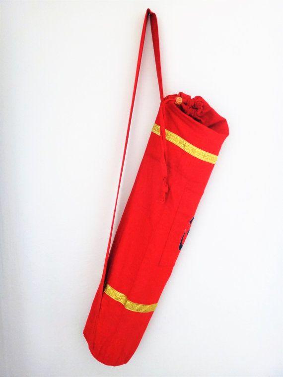 Bolsa Artesanal Para Tapete De Yoga (portamat) roja con om bordado