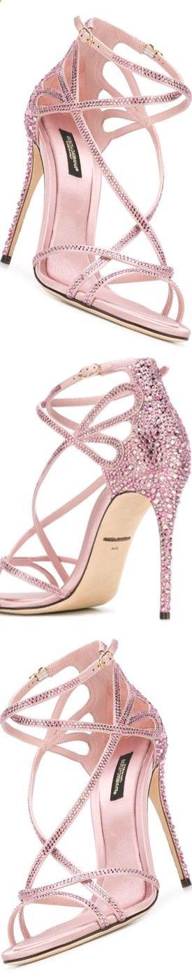 Sandales rose à talons vertigineux et serties de strass, et si l'on trouvait le bijou qui irait avec ? Tous les bijoux sertis de pierres roses véritables sur Juwelo www.juwelo.fr/...