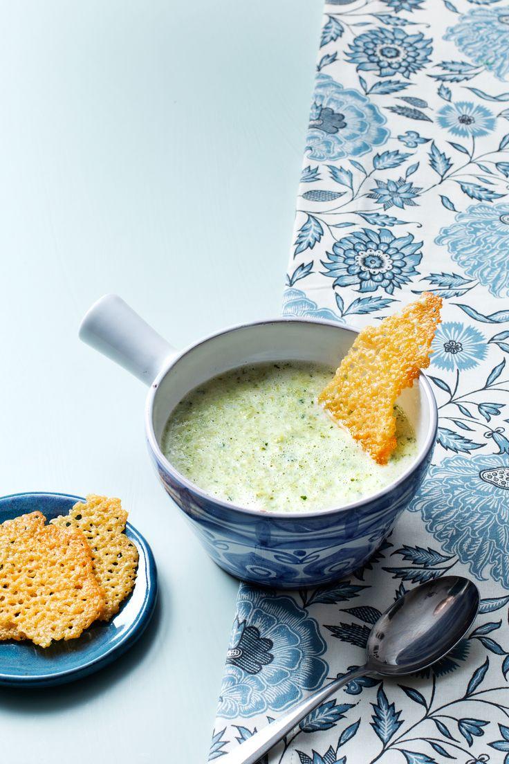 Superenkel soppa som kan varieras i all oändlighet. Den kan ätas som förrätt, lunch eller en lättare middag och gärna med goda ostchips.