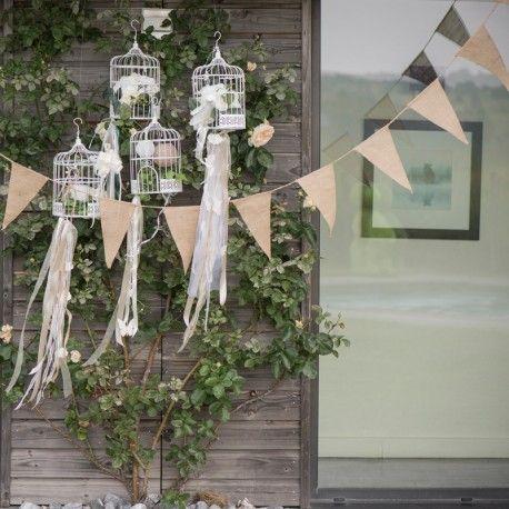 Une banderole mariage en toile de jute, idéal pour une cérémonie vintage.