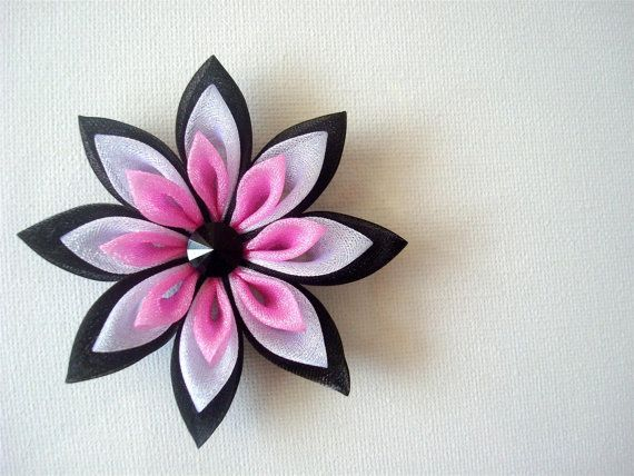 I've seen so many of these felt flower tutorials and flowers and am like blah, but this is very cute with the different colors. Love it